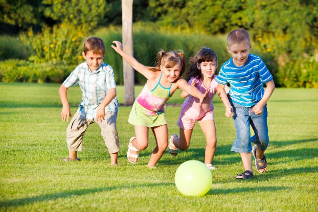 Εύκολοι τρόποι για να κάνουν τα παιδιά σας φυσικές δραστηριότητες