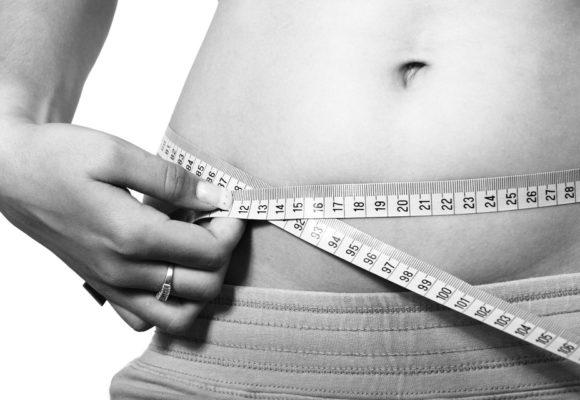 Συνήθειες που αυξάνουν το κοιλιακό λίπος